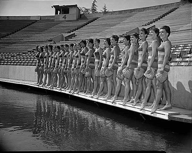 Aqua_Follies_girls_in_Aqua_Theatre_Seattle_1961